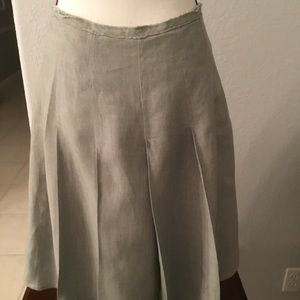BCBG MAXAZRID, Size 4 gray linen pleated skirt